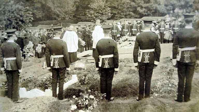 https://www.rectorylanecemetery.org.uk/wp-content/uploads/2018/12/brewer-funeral-1913.jpg