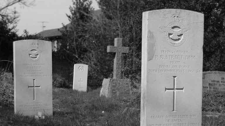 https://www.rectorylanecemetery.org.uk/wp-content/uploads/2018/12/ww2_graves.jpg